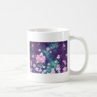 violetas com fundo de ceu canecas