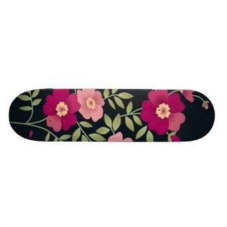 Volutes � fleurs sur motif noir - plateaux de skateboards
