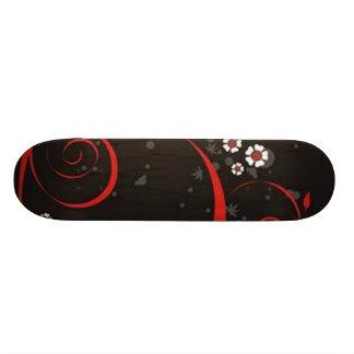 Volutes � fleurs sur motif noir - planches à roulettes customisées