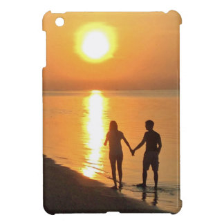 Walking on the beach iPad mini case