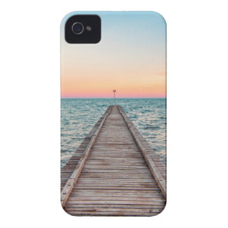Walking towards the infinity of the sea iPhone 4 Case-Mate case