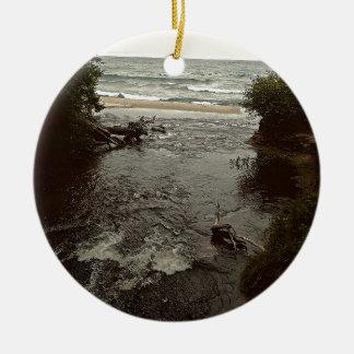 Waterfall in the beach round ceramic decoration