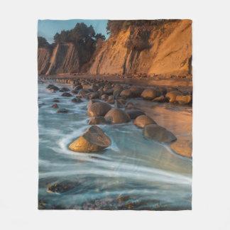 Wave along the beach, California Fleece Blanket