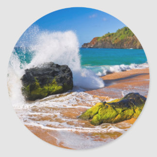 Waves crash on the beach, Hawaii Classic Round Sticker