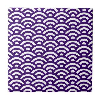 Waves pattern ceramic tile