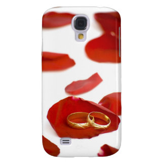 wedding rings over red rose petals galaxy s4 cover