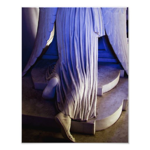Weeping Angel statue Photograph