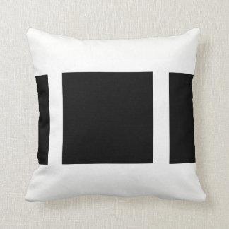 weßes cushion with black sample