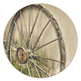 Whagon Wheel Dinner Plate