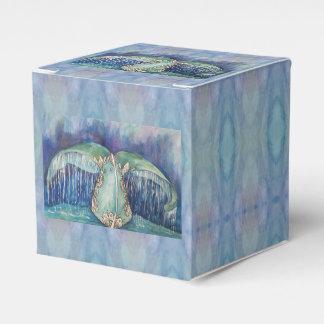 whale tail favor box