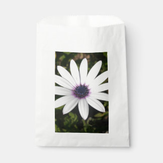 White African Daisy Favour Bag