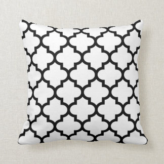 White And Black Quatrefoil Pattern Pillow