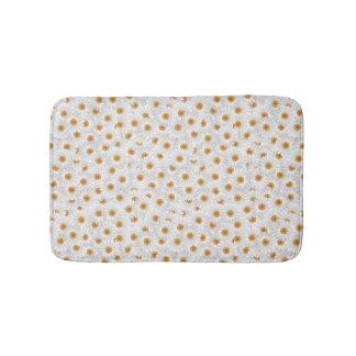 White Chamomile Flower Pattern Bath Mat