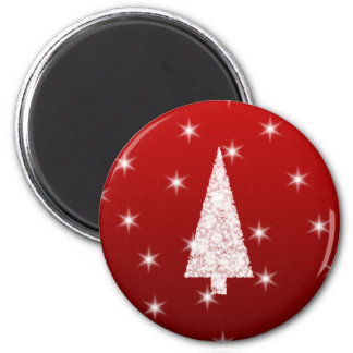 White Christmas Tree with Stars on Red. 6 Cm Round Magnet
