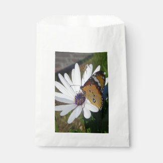 White Daisy and Butterfly Favour Bag
