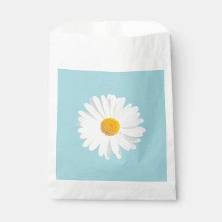 white daisy favour bag