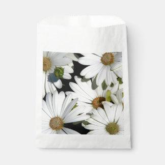 White Daisy Flowers Favour Bag