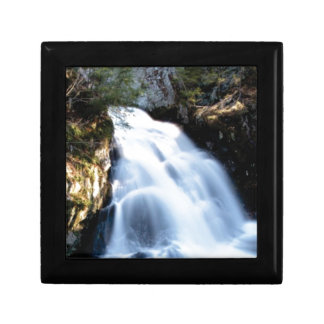 widening waterfalls gift box