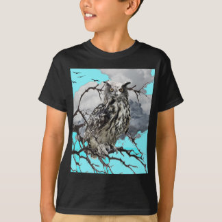 WILDERNESS OWL IN TREE &  BLUE  SKIES T-Shirt