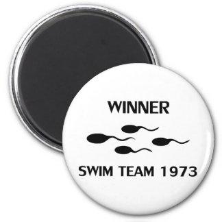 winner swim team 1973 icon 6 cm round magnet