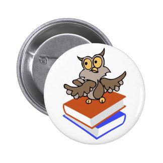 WISE OWL ON BOOKS 6 CM ROUND BADGE