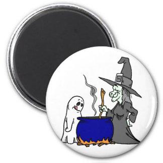 Witch Brewing Cauldron 6 Cm Round Magnet