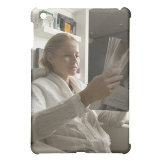 Woman in hairdressing salon cover for the iPad mini