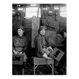 Women electric welders at Hog_War image Postcard