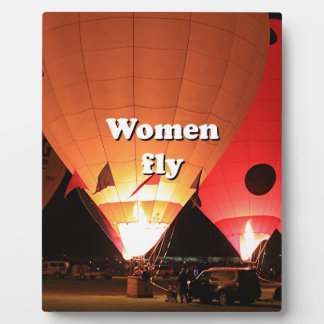 Women fly: hot air balloon 2 plaque