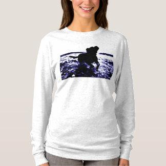 Women's long sleeve shirt black lab in water