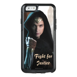 Wonder Woman in Cloak OtterBox iPhone 6/6s Case