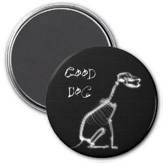 X-RAY GOOD DOG SKELETON SITTING - B&W 7.5 CM ROUND MAGNET