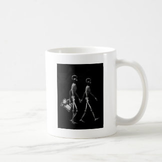 X-Ray Skeleton Couple Travelling Black White Coffee Mug