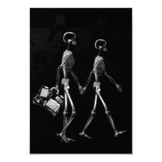 X-RAY VISION SKELETON COUPLE TRAVELING B&W 9 CM X 13 CM INVITATION CARD