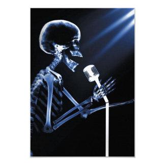 X-RAY VISION SKELETON SINGING ON RETRO MIC - BLUE 9 CM X 13 CM INVITATION CARD