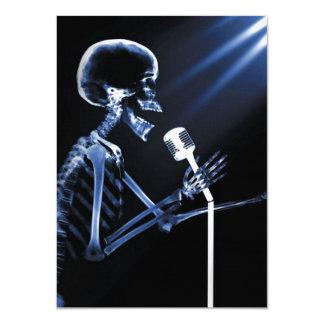 X-RAY VISION SKELETON SINGING ON RETRO MIC - BLUE 11 CM X 16 CM INVITATION CARD