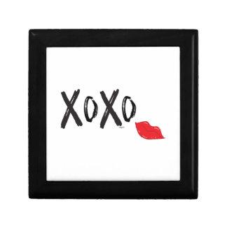 XoXo-Hugs-Kisses-with-Red-Lips Gift Box