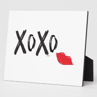XoXo-Hugs-Kisses-with-Red-Lips Plaque