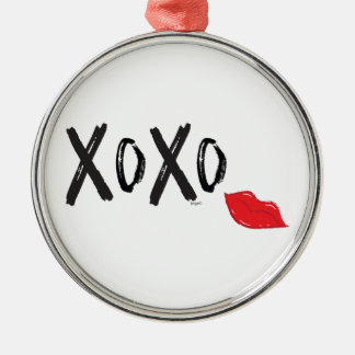 XoXo-Hugs-Kisses-with-Red-Lips Silver-Colored Round Decoration