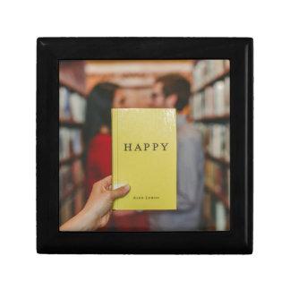 yimy3erbc3o-josh-felise gift box