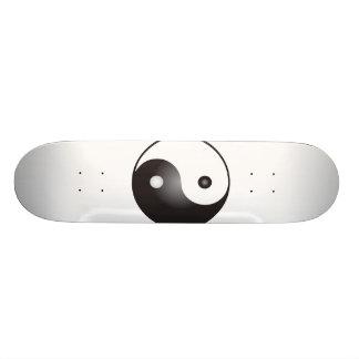Yin Yang Symbol: Skateboard