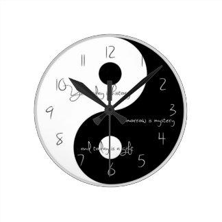 Ying and yang clock