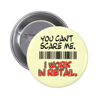 YOU CAN'T SCARE ME. I WORK IN RETAIL. 6 CM ROUND BADGE