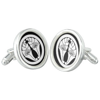 You hold in the circle, the flower apricot leaf cufflinks