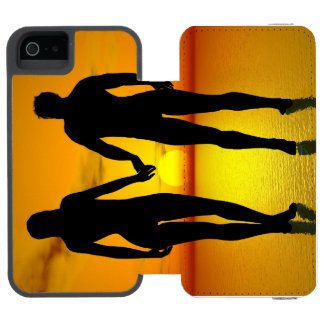Young lovers by sunset incipio watson™ iPhone 5 wallet case