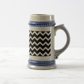 Zigzag geometric pattern - black and white. beer stein